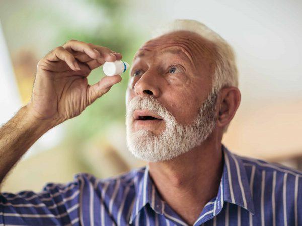 augentropfen trockene augen kontaktlinsen test