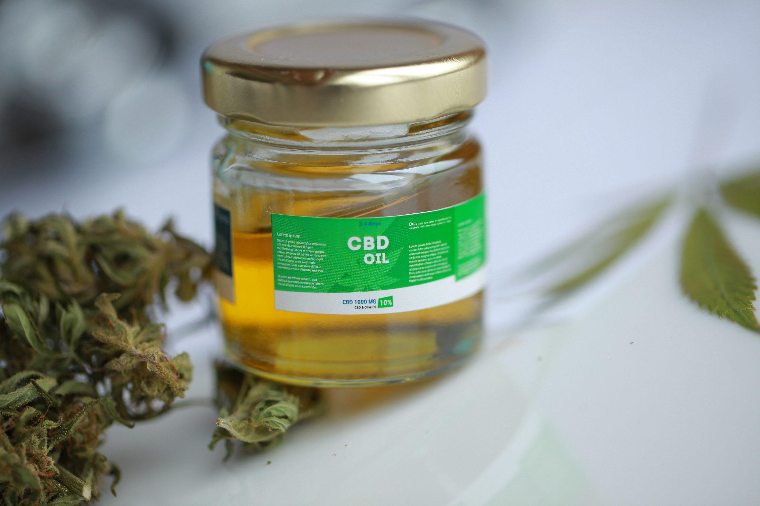 CBD Öl 10%: Test, Wirkung, Anwendung & Studien (08/20)